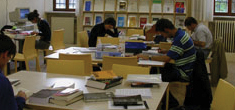 tl_files/EIUC MEDIA/Pages/wide_librarian.jpg
